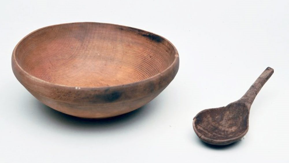 Image: Wooden bowl and spoon BTV.187 & 188 - On display, Tower Museum