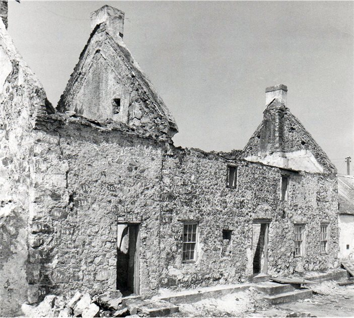 Image: The house during dismantling, showing the early 1800s extension to the left HOYFM.L498.10