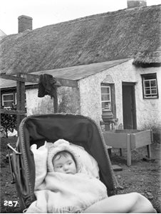 Mrs Lyle's house and baby niece, 1905