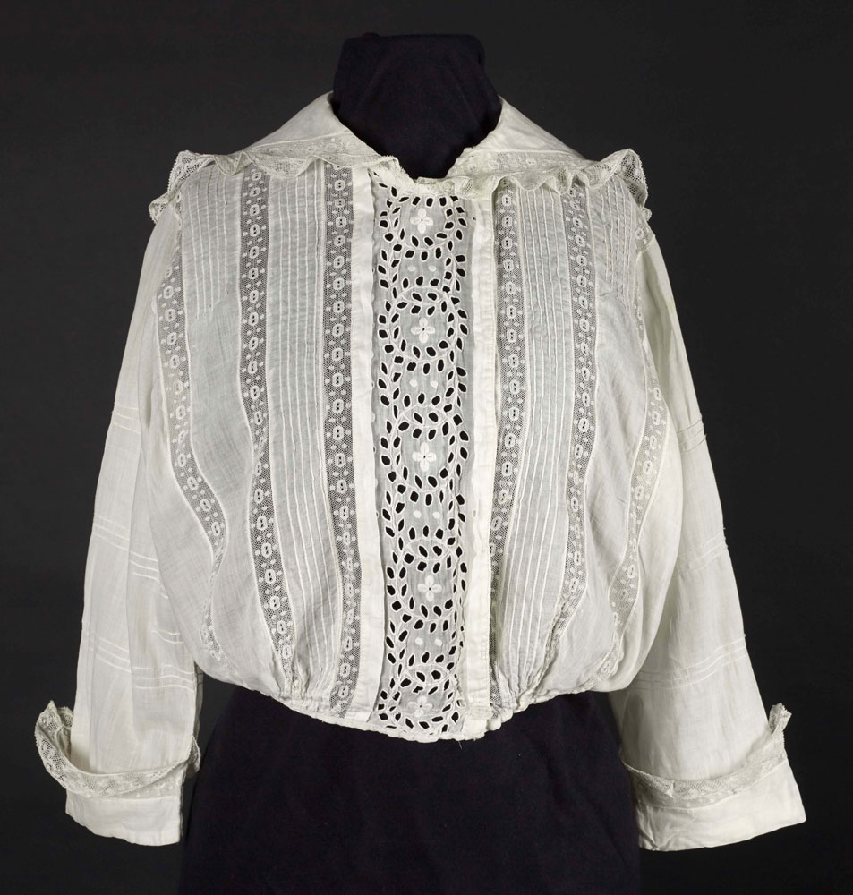 Cotton blouse with cutwork design, 1910-1915