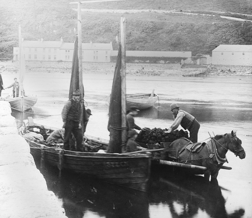 Unloading turf from a barge to a horse and cart, Rathlin Island, County Antrim. BELUM.Y8493 © National Museums Northern Ireland